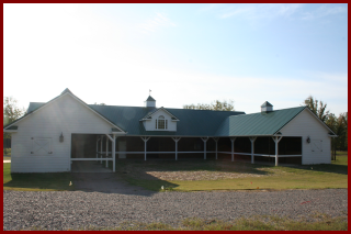 New construction commercial horse barn